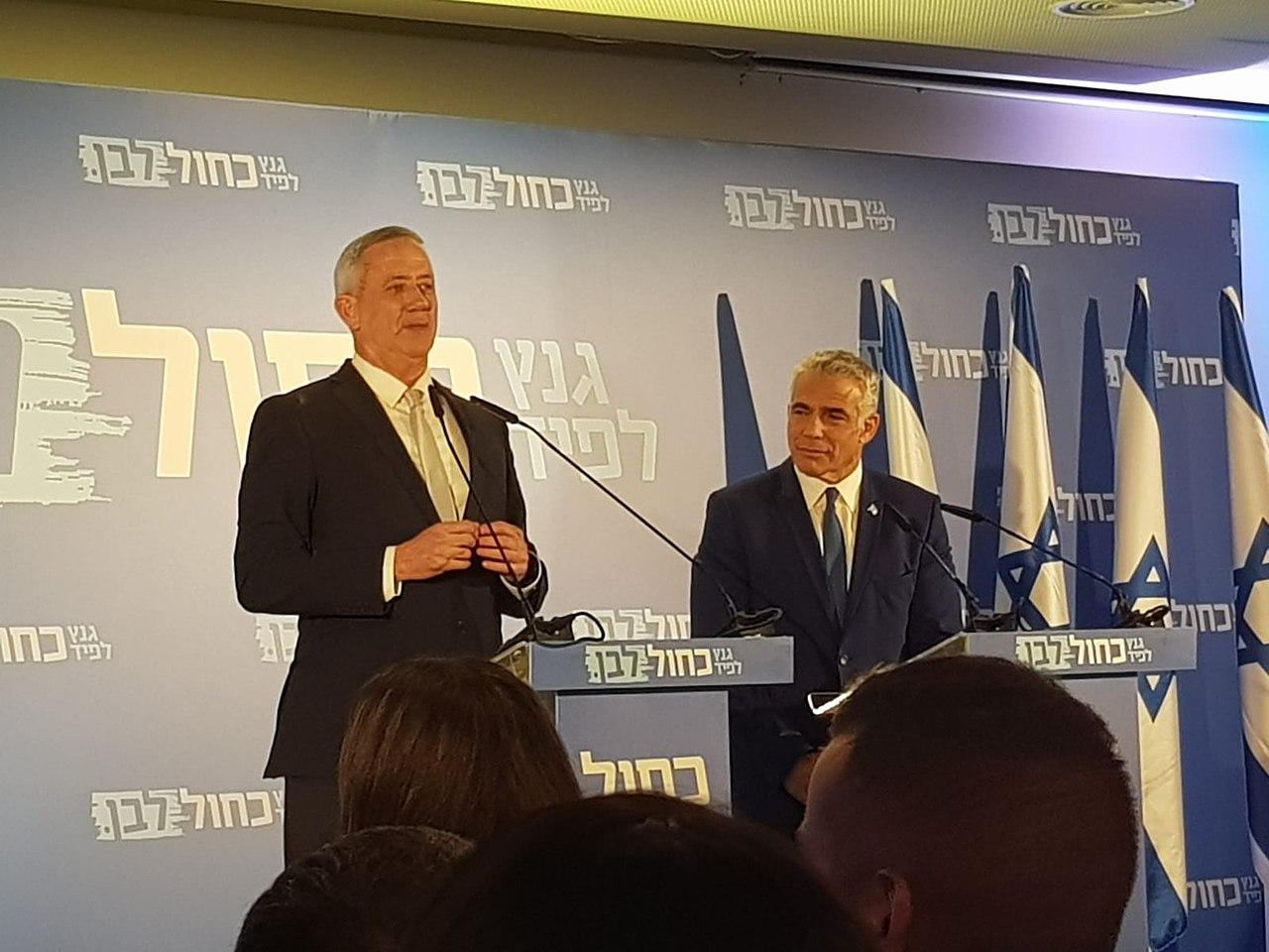 Na zdjęciu widniej dwóch liderów parti Nibiesko-Białych  Binjamin Gantz i Jair Lapid