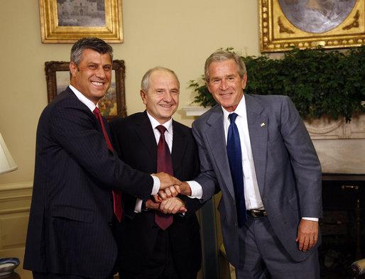 George Bush i Hashim Thaci