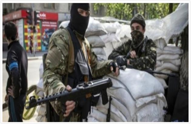 Prorosyjski bojownik wyposażony w karabin maszynowy PPS-43. (Źródło: Novayagazeta)