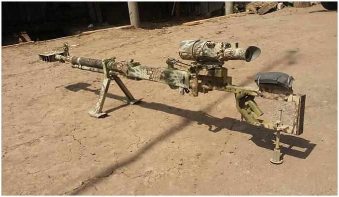 """""""Czołgowy"""" wielkokalibrowy karabin maszynowy DSzK przerobiony przez ukraińskich wojskowych na karabin wyborowy, rok 2016. (Źródło: https://wpristav.ru/news/ehvoljucija_vsu_za_pjat_let_vojny_na_donbasse/2019-11-01-42398)"""